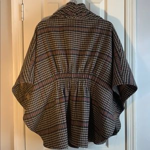 Jackets & Coats - HP! 🍁Gorgeous Plaid Cape🍁